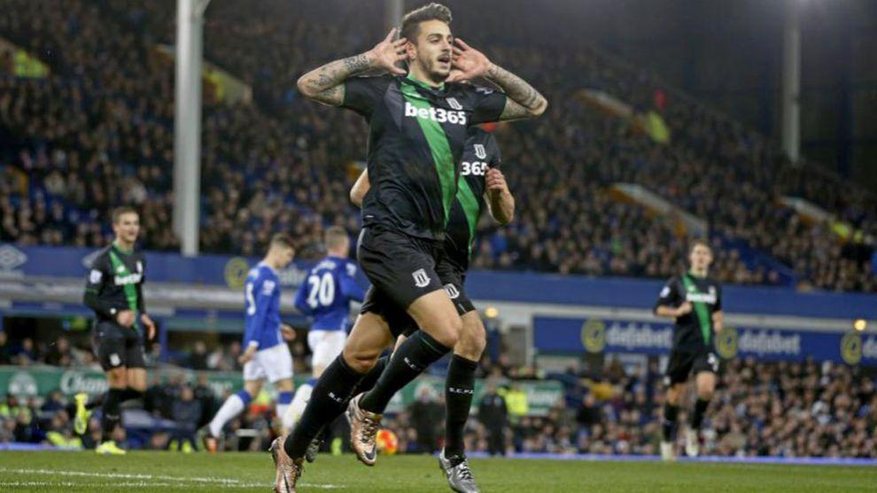 Joselu celebrando un gol con el Stoke