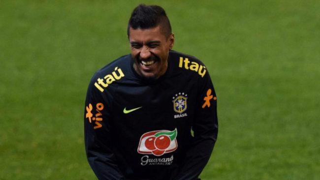Paulinho se parte de risa en un entrenamiento con la selecci�n...