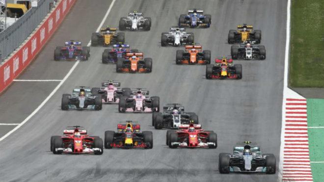 Bottas deja atrás a Vettel, Raikkonen y Ricciardo en la salida.