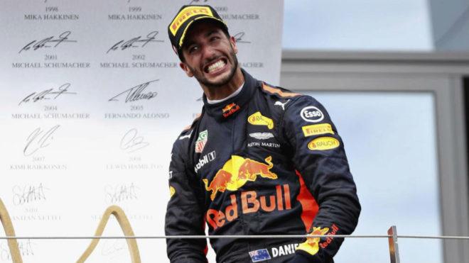 Ricciardo celebra su tercer puesto en Austria.