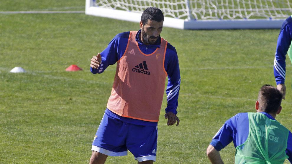 Güiza en un entrenamiento con el Cádiz.
