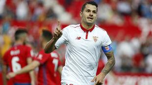 Vitolo celebra un gol con el Sevilla.
