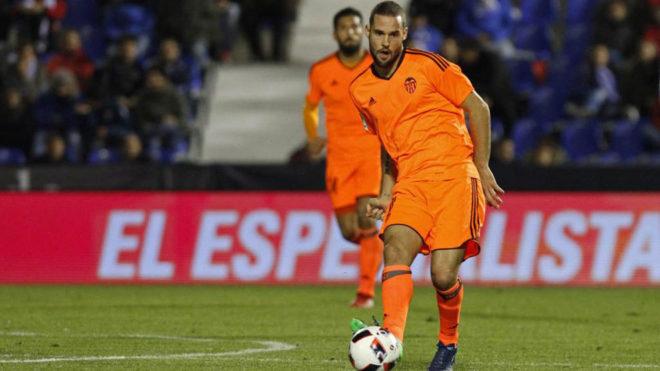 Mario Suárez, con el Valencia.