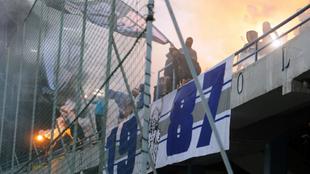 Ultras del Buducnost durante un partido de su equipo.