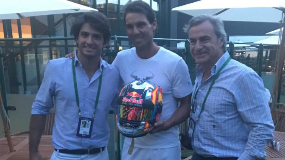 Carlos Sainz Jr, Rafa Nadal y Carlos Sainz, en Wimbledon