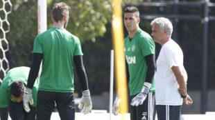 Mourinho dirigi�ndose a De Gea.