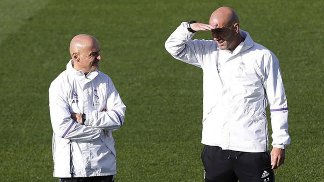 Pintus, junto a Zidane en un entrenamiento del Real Madrid.