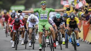 Mrecel Kittel, celebrando una victoria con el maillot verde