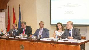 Juan Ignacio Gallardo, director de MARCA, moder� la primera mesa,...