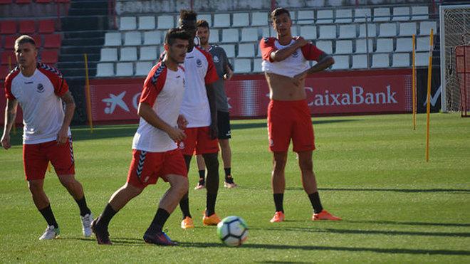 Daniel Toscano, con el balón, durante un entrenamiento.