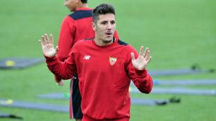 Jovetic, en un entrenamiento del Sevilla la pasada temporada.