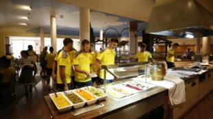 Jugadores de la UD Las Palmas en el comedor del hotel de...