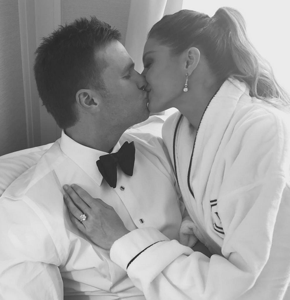 Tom Brady besando a Gisele Bündchen