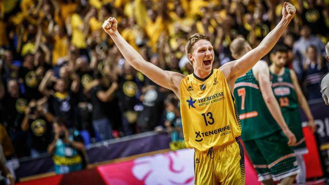 Grigonis celebra la consecución de la Basketball Champions League