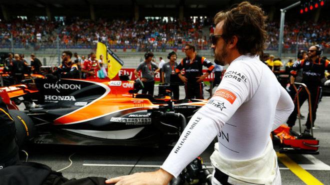 Alonso, fuera de su monoplaza durante el pasado GP de Austria.