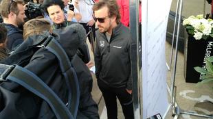 Alonso, con los medios en Silverstone
