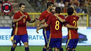 Vitolo, Costa, Carvajal, Koke y Silva celebran un gol de España.