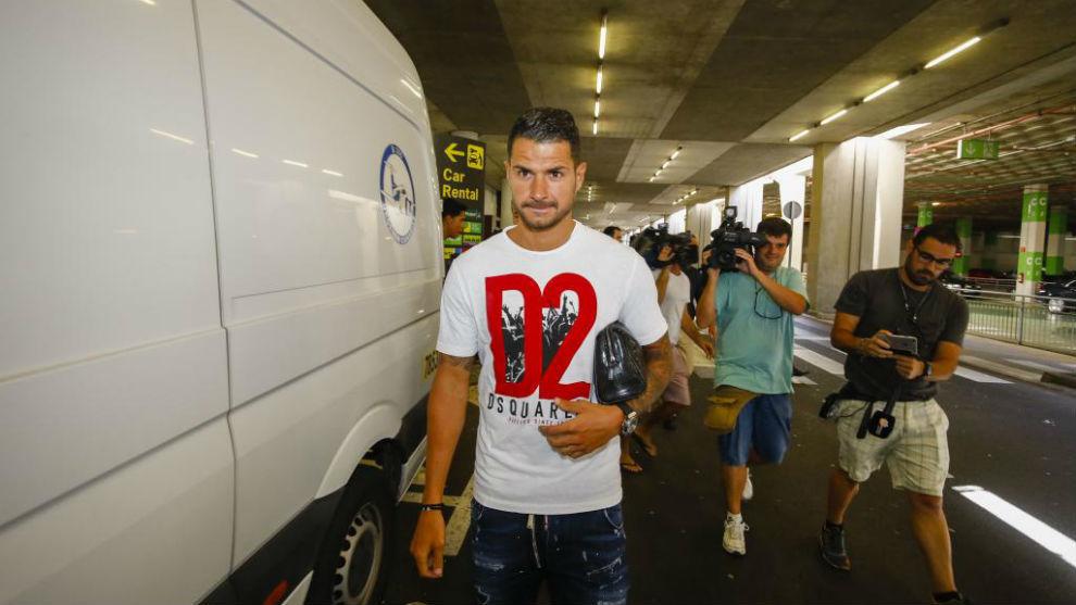 Vitolo, en el aeropuerto de Las Palmas el pasado miércoles.