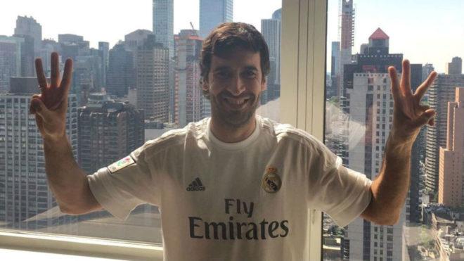 Raúl celebra la conquista de la Duodécima.