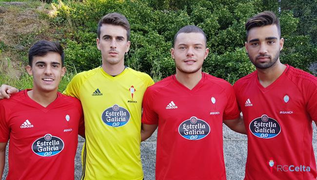 Villar (20), con la camiseta amarilla, junto a Diego Pampín, Brais...