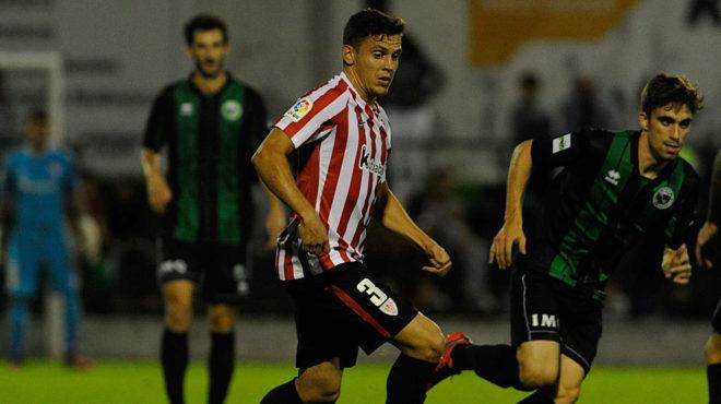 Gorka Elustondo, en un partido amistoso del Athletic.