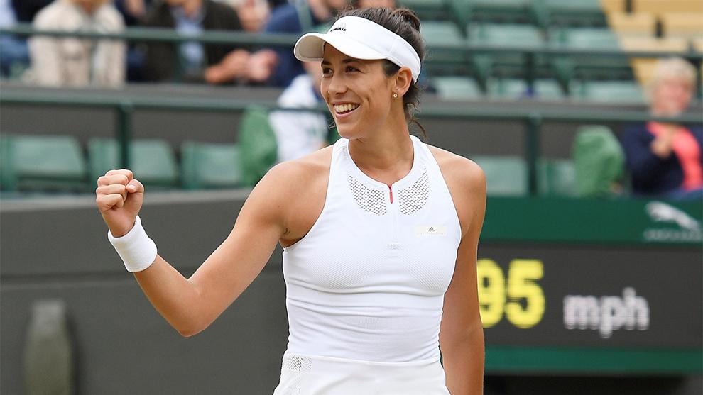 La talentosa Murguruza sorprende con su sonrisa a los aficionados en...