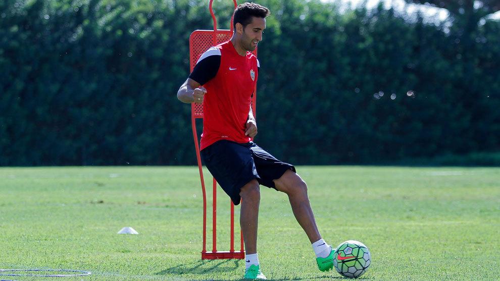 Montoro (29), durante un entrenamiento con la camiseta del Almería