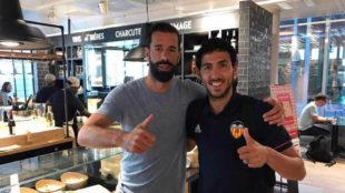 Parejo con Van Nistelrooy en el aeropuerto de Ginebra.