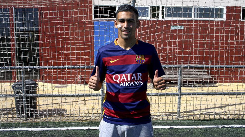 Dani Romera posa con la camiseta del Barcelona