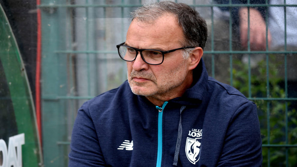 Marcelo Bielsa observa el partido del Lille