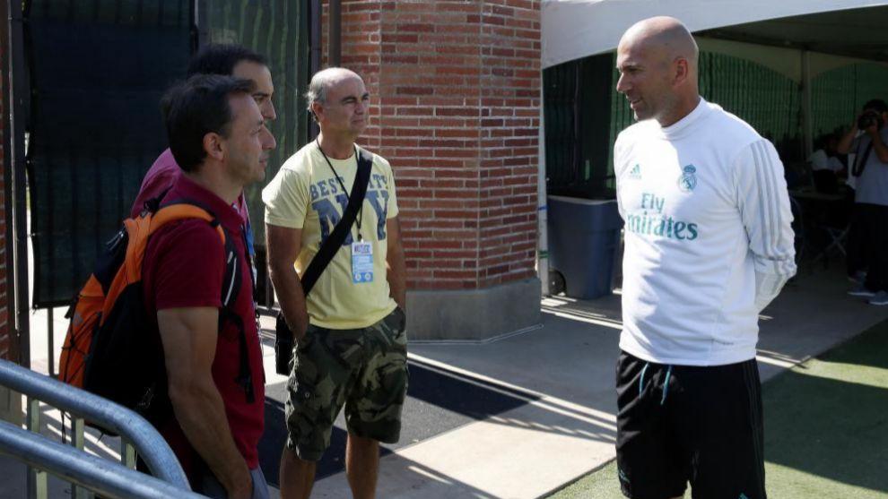 Zidane y Pablo Polo hablando en UCLA.