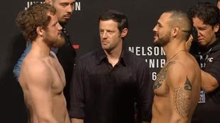 Nelson y Ponzinibbio se encaran tras el pesaje en Glasgow. (UFC)