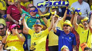 Aficionados del Cádiz, durante la temporada pasada