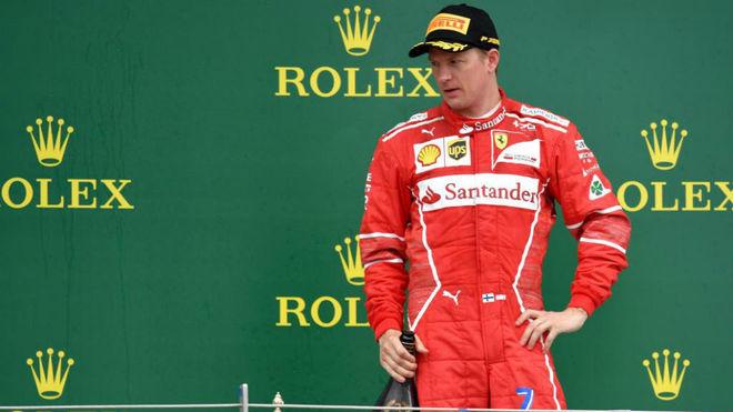 Kimi Raikkonen, en el podio de Silverstone.
