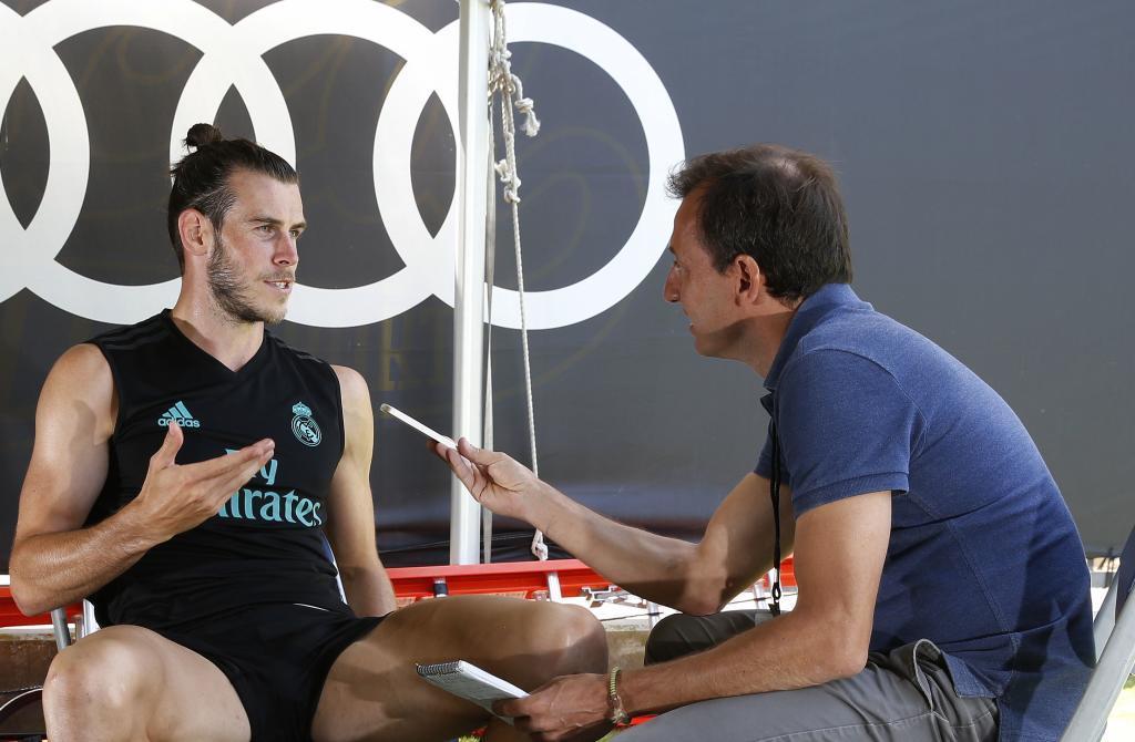 Pablo Polo, redactor de Marca, entrevistando a Bale