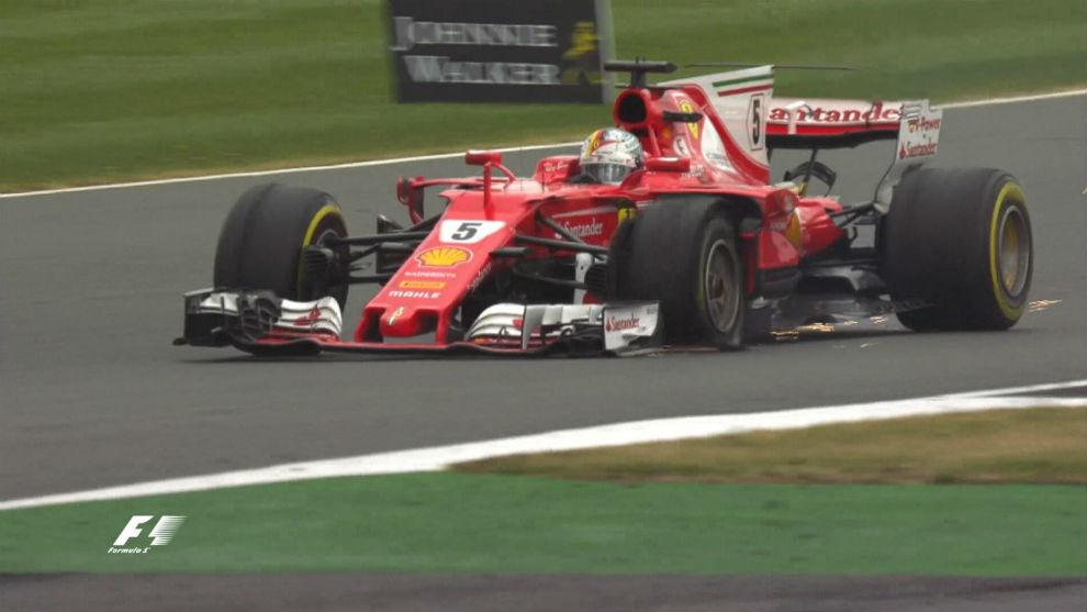 Vettel, con el neumático pinchado