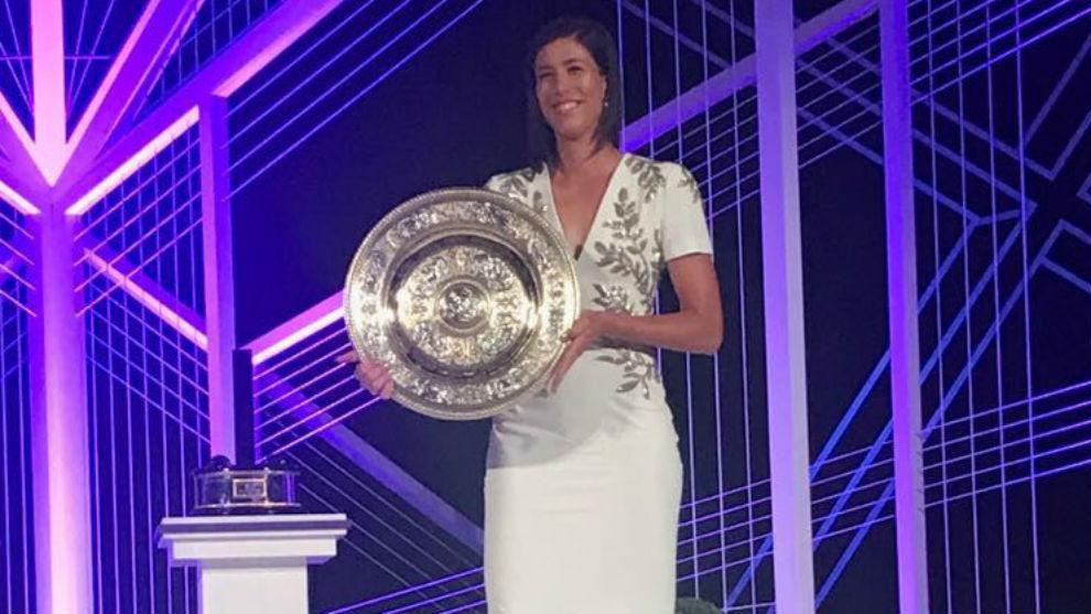 Wimbledon 2017: Garbiñe luce en la cena de campeones con un vestido ...