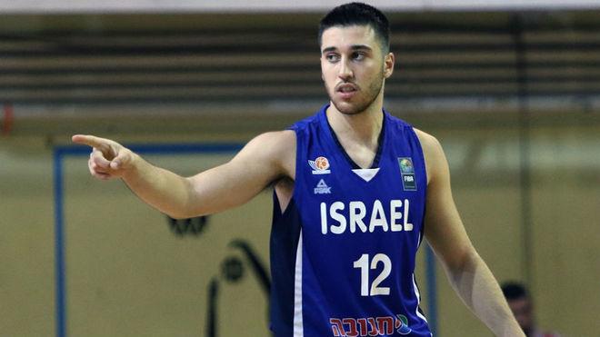 Tamir Blatt durante el partido entre Israel y Lituania