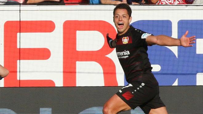 Chicharito celebra un gol con el Bayer Leverkusen.