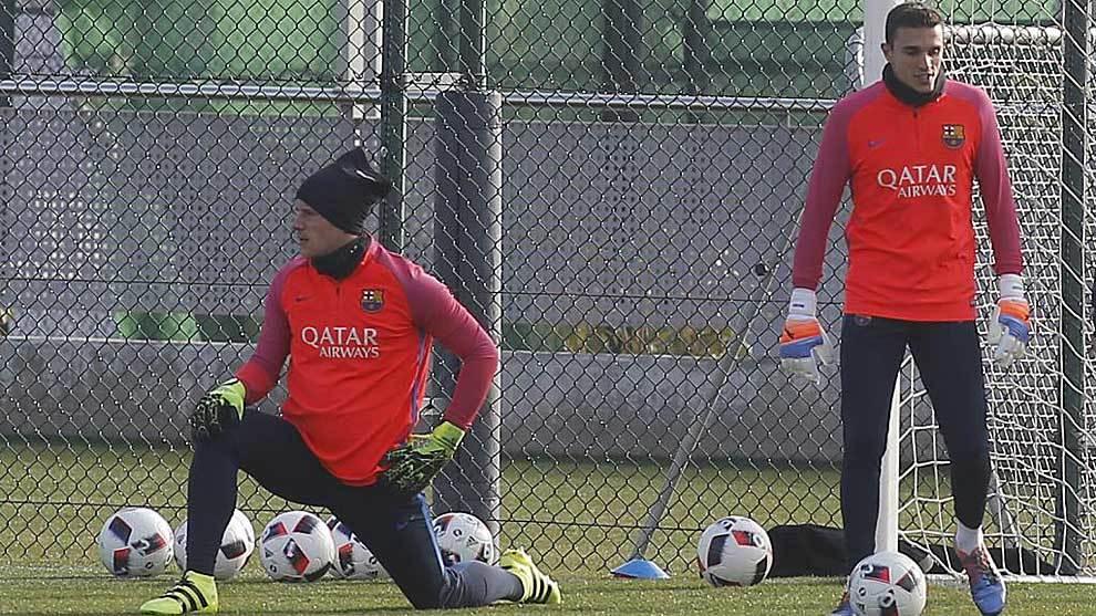 Jordi Masip, a la derecha, junto a Ter Stegen en un entrenamiento del...