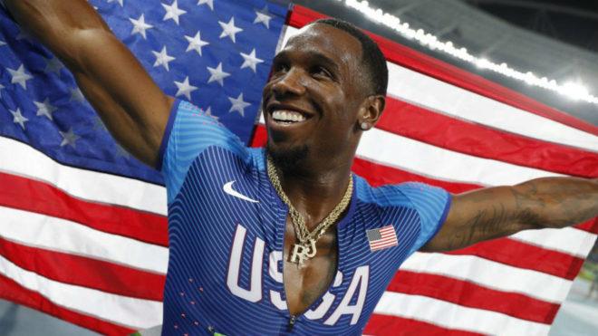 Gil Roberts (28) celebrando el oro en relevos 4x100 en los Juegos...