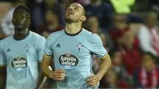 El club vigués sigue buscando una salida al chileno.