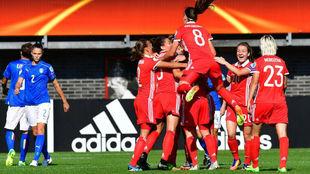 Las jugadoras rusas celebran el primer gol del partido.