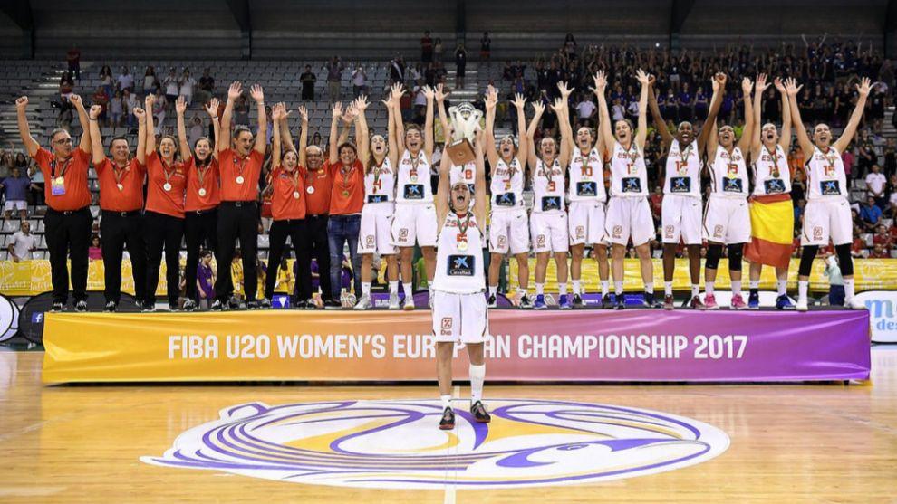 Las jugadoras de la selección U20 celebran el título en el Europeo.