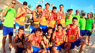 Los 'Hispanos Juveniles Arena' celebran la victoria en el...