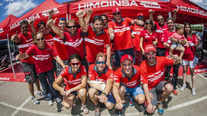 El equipo Himoinsa posa antes de la Baja Aragón.