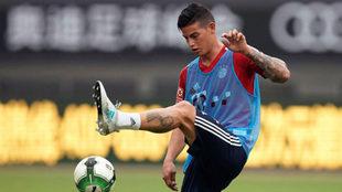 James, entrenando con el Bayern.