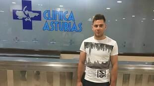 Matej Pucko, en la Clínica Asturias donde pasó el reconocimiento...