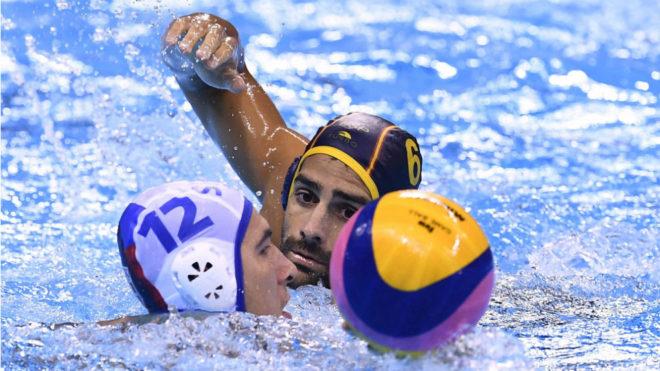 Marc Minguel, marcando a Stefan Mitrovic
