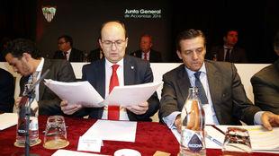 Del Nido Carrasco, Castro y Cruz, en la última junta general.